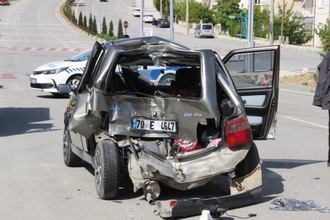 Kamyonet otomobile arkadan çarptı: 1 yaralı