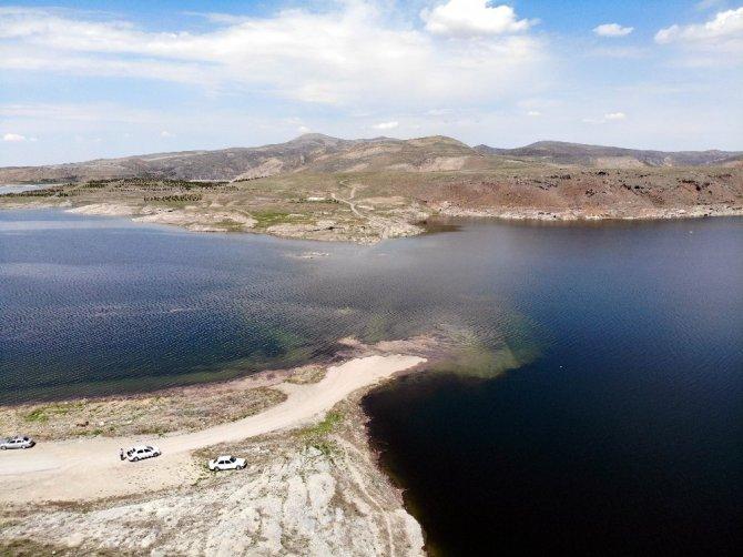 Baraj suları yükseldi, eski köy su altında kaldı