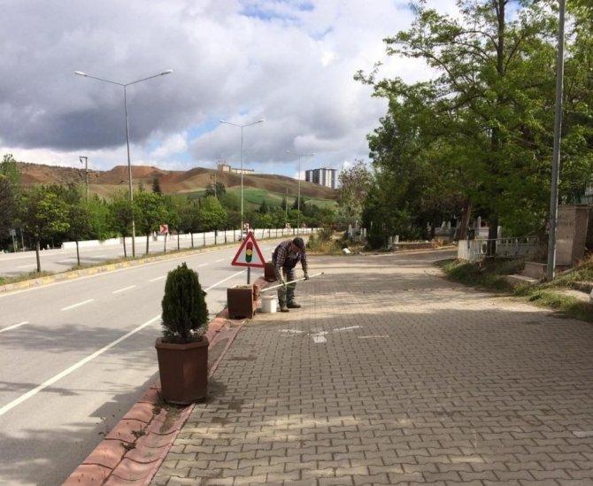 Kırıkkale'de mezarlıklar bakıma alındı