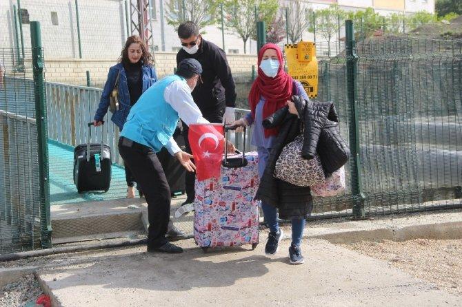 İngiltere'den getirilen 336 vatandaş, karantinadan tahliye edildi