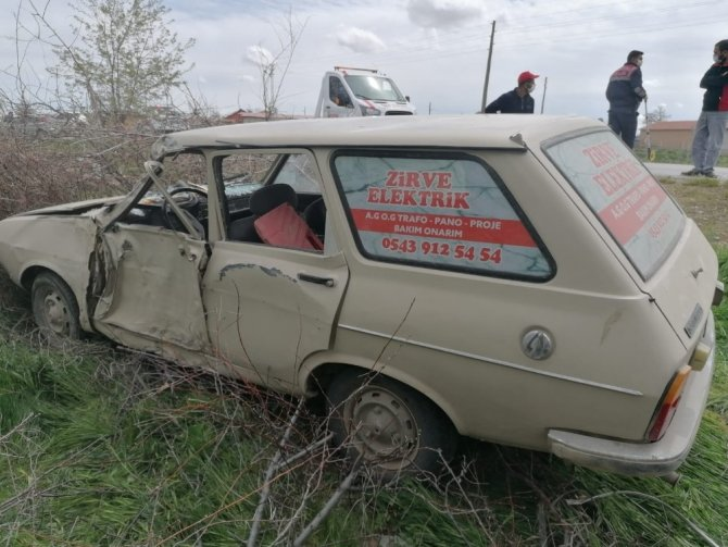 Kontrolden çıkan otomobilin sürücüsü yaralandı