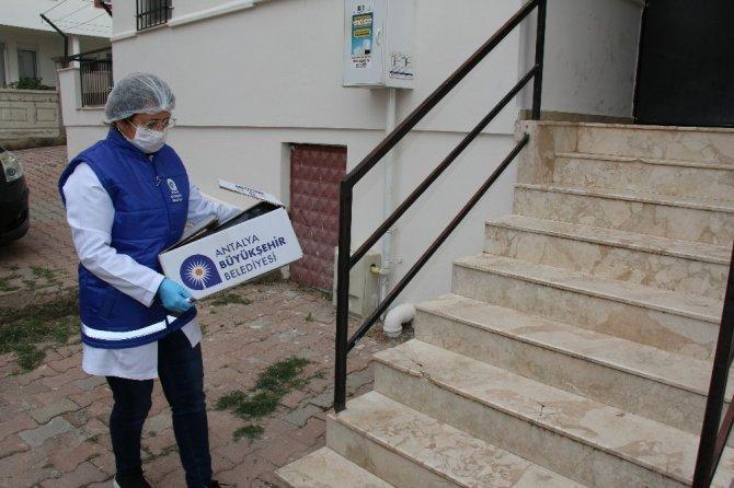 Büyükşehir kapı kapı gıda yardımı yapıyor