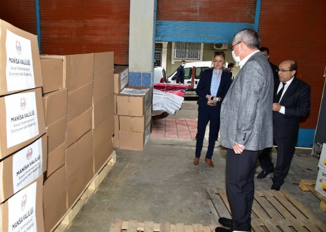 Manisa'da ihtiyaç sahibi vatandaşlara gıda kolisi desteği