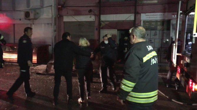 Mobilya imalathanesinde çıkan yangın korkuttu