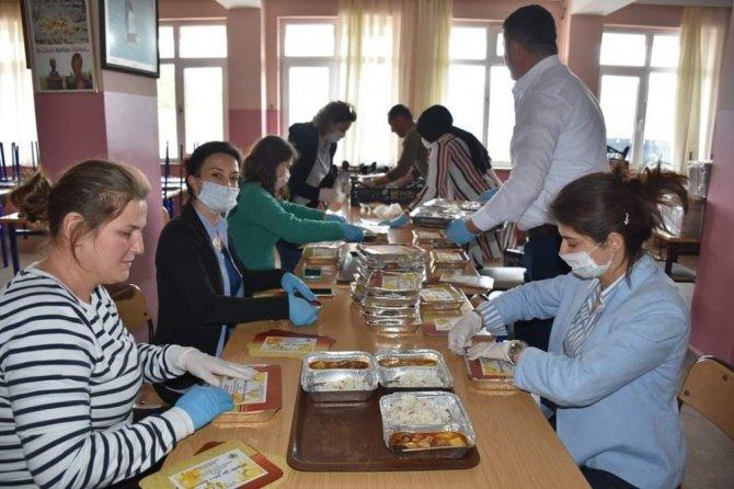Nallıhan Belediyesinden günlük bin aileye sıcak yemek