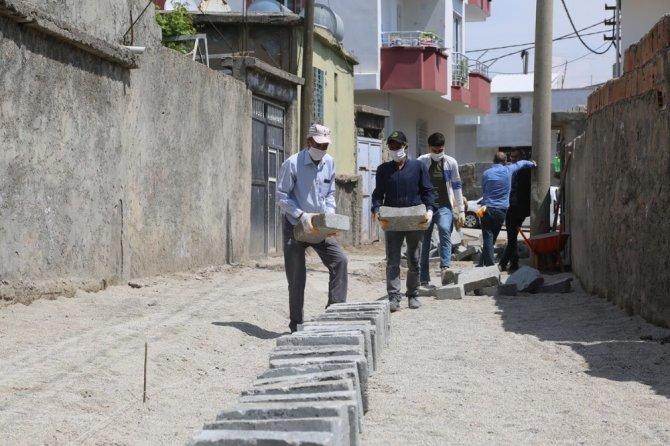 Cizre'de kilitli parke taşı döşeme çalışmaları sürüyor
