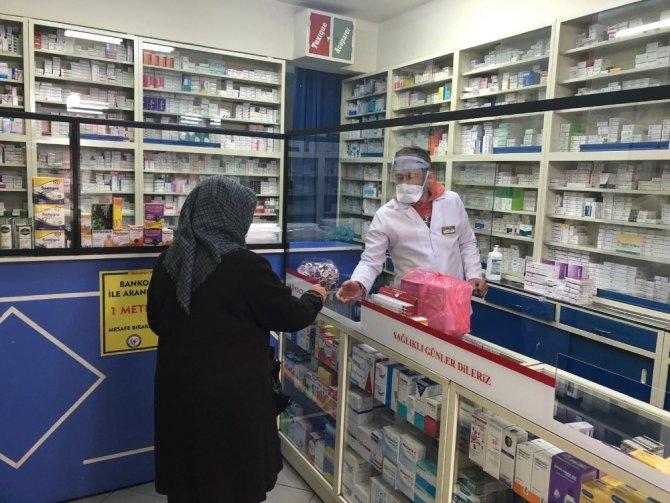 Nevşehir'de eczaneler 459 bin maske dağıttı
