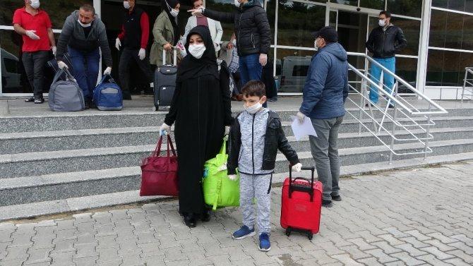 Uşak'ta karantinadaki 234 vatandaş memleketlerine uğurlandı