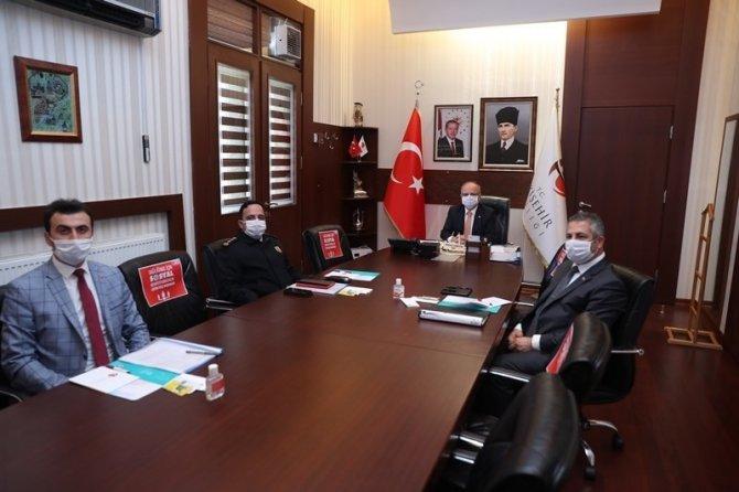 Vali Çakacak, Bakan Soylu'nun düzenlediği video konferans toplantısına katıldı
