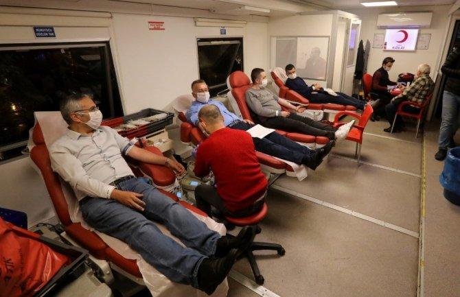 Başkan Işıksu kan verdi bağış çağrısı yaptı