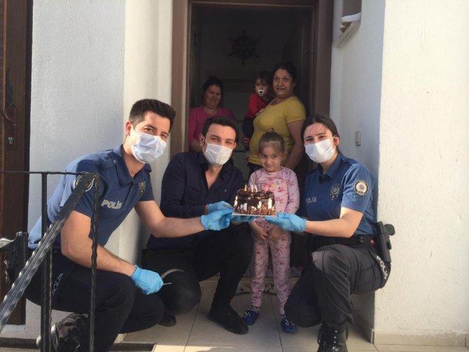 Polis ekiplerinden 5 yaşındaki minik Aysima'ya sürpriz doğum günü
