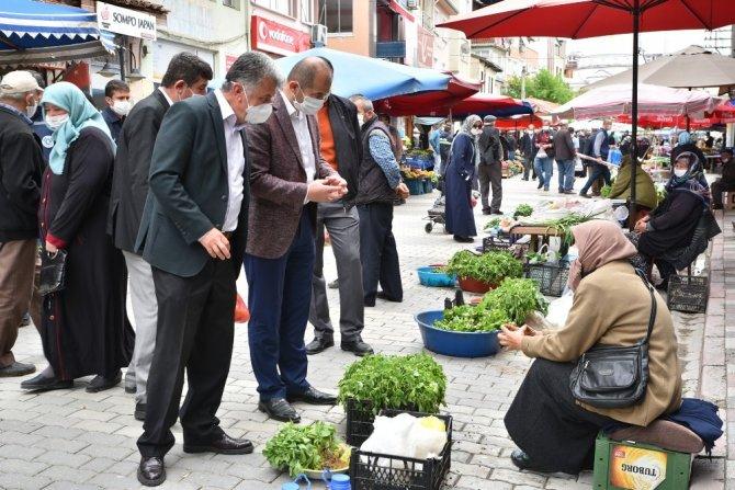 Karantinaya alınan mahallenin pazar alışverişi Büyükşehir'den