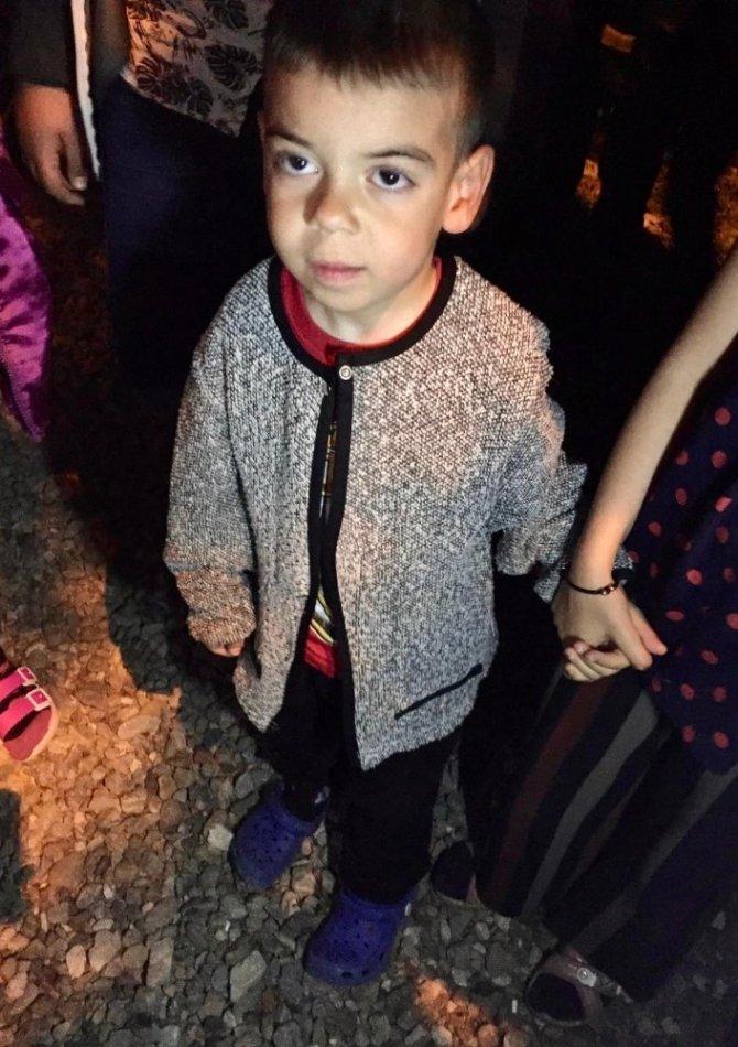 Jandarma kayıp 4 yaşındaki Berat'ı uyurken buldu