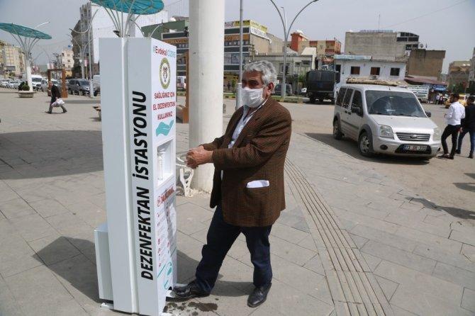 Cizre Belediyesi 16 noktaya dezenfektan cihazı yerleştirdi