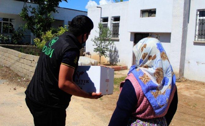 Antalya'nın hayırsever iş adamından bin 280 koli gıda yardımı