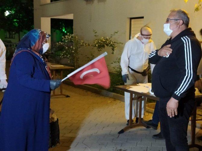 Hollanda'dan getirilen 349 Türk vatandaşı evlerine gönderilmeye başlandı