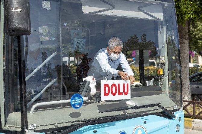 Mersin'de belediyesi otobüslerinde sosyal mesafe kurallarına uyuluyor