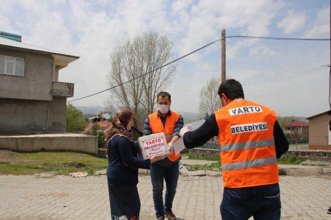 Varto'da muhtaç ailelere Ramazan yardımı