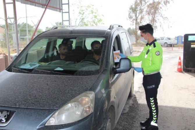 Silopi'de trafik polisleri şoförleri bilgilendirdi