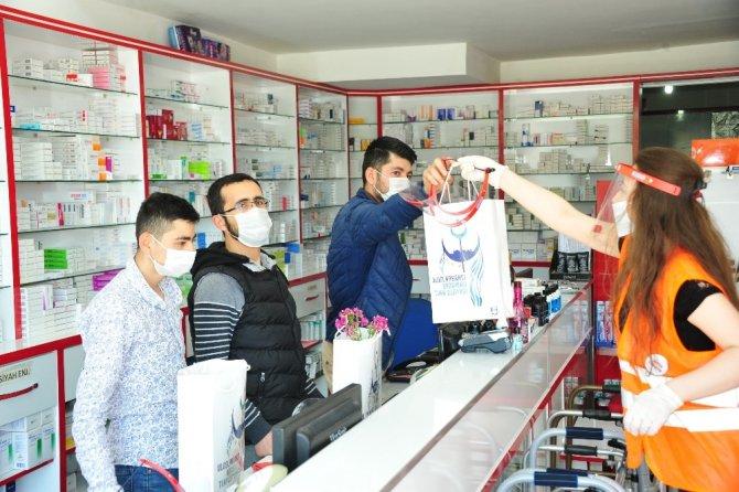 Karaman Belediyesi eczacıları unutmadı