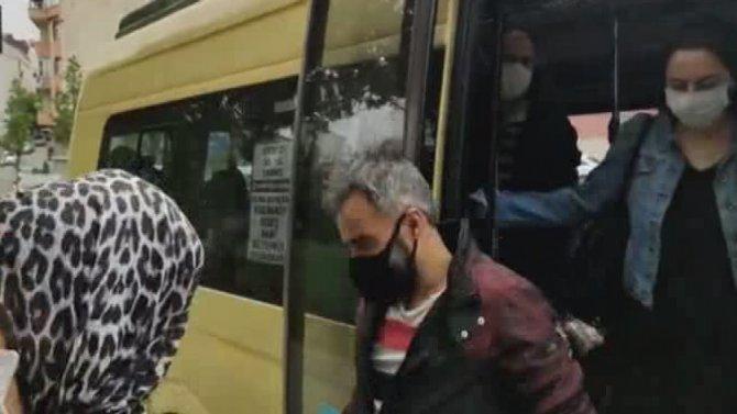 7 kişilik minibüsten 23 kişi indi! Polis şaşkına döndü