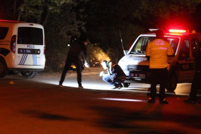 """""""Dur"""" ihtarına uymayan araçta bir kişi silahla vurulmuş halde bulundu"""