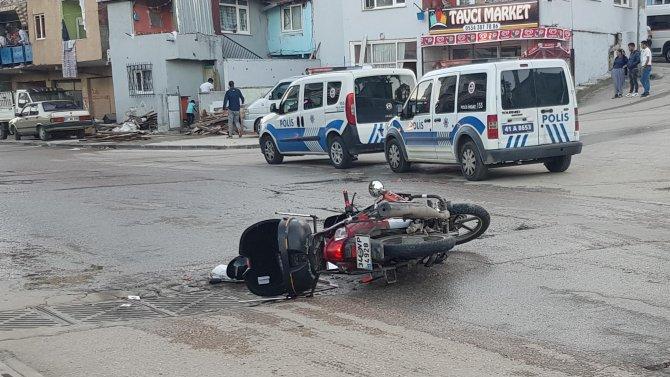 Motosikletliye çarpıp, ağır yaralayan aracın sürücüsü kaçtı