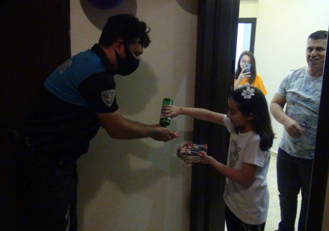 Hatay polisinden 9 yaşındaki Elif İkra'ya doğum günü sürprizi