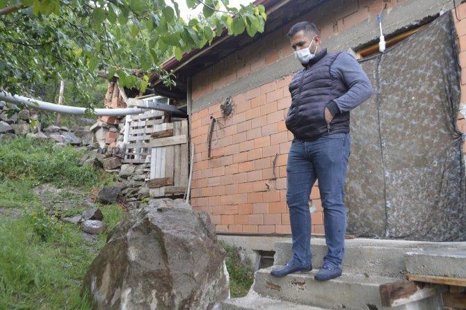 """1500 nüfuslu köyde """"zincirli kayalar"""" endişesi"""