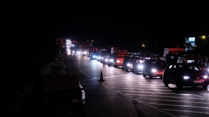 Konya'da kısıtlama bitti, kilometrelerce kuyruk oluştu