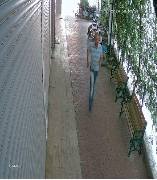 Banka müdürü kadın güpegündüz sokak ortasında saldırıya uğradı