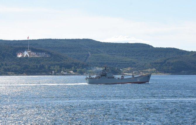 Savaş gemisi 'Saratov', Çanakkale Boğazı'ndan geçti