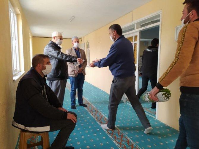 Yunak'ta normalleşme sürecinin ardından ilk cuma namazı kılındı