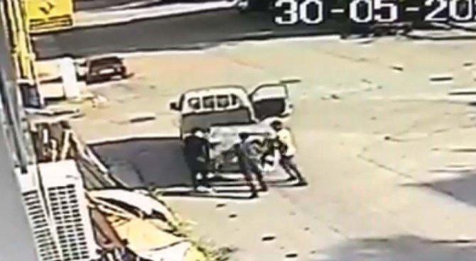 Çöp konteynerini çalan üç hırsız kamerada kamerada