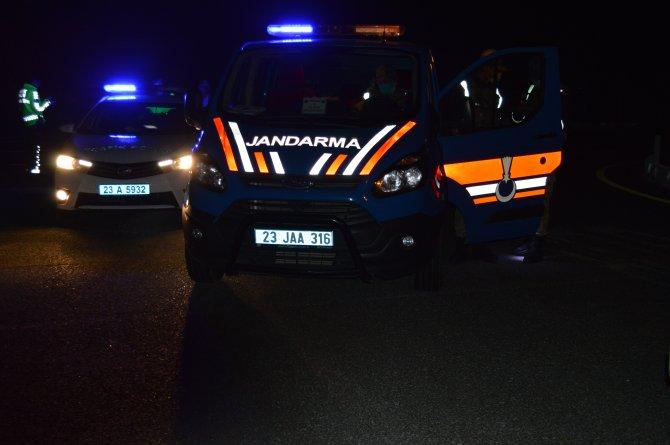 Ehliyetsiz sürücünün traktörüne kamyonet çarptı: 3 yaralı