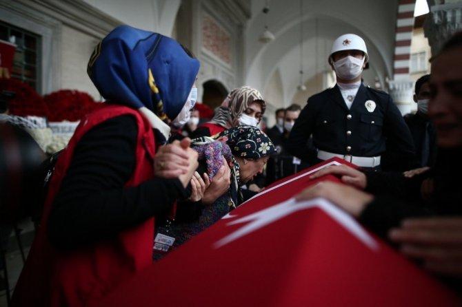 Kavgayı ayırırken şehit olan polis memuru toprağa verildi