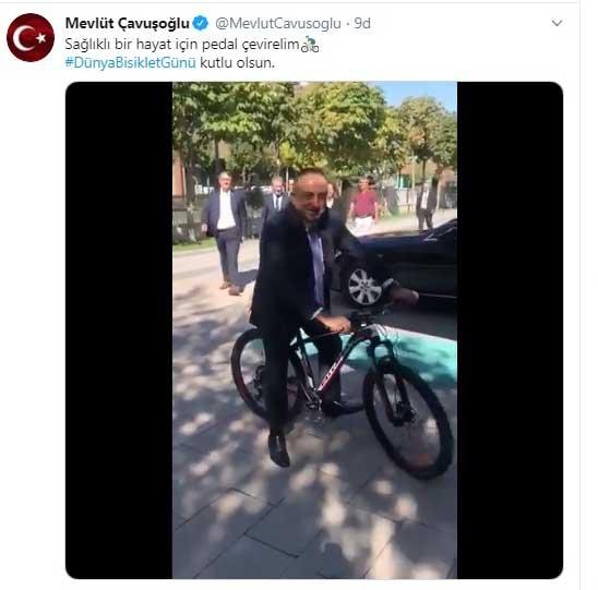 Bakan Çavuşoğlu'ndan, bisiklet sürerek 'Dünya Bisiklet Günü' paylaşımı