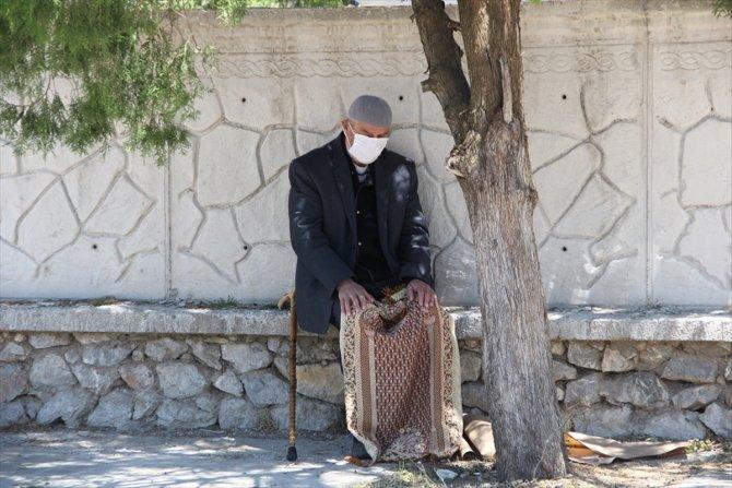 Konya'nın ilçelerinde salgın sonrası ikinci kez cuma namazı kılındı