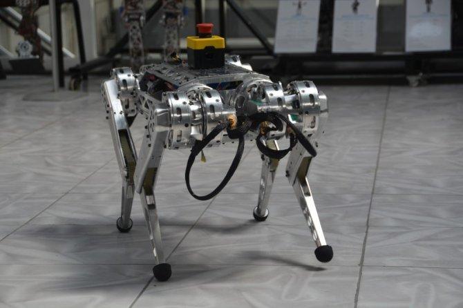 """Uzaya gitmek isteyen ilk Türk robot """"ARAT"""""""