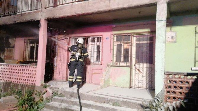 Alevlere teslim olan ev kullanılmaz hale geldi