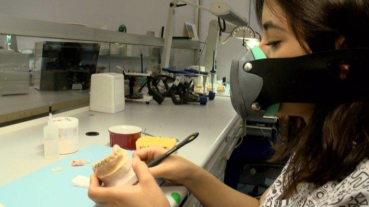 Türkiye'de üretildi: Ateş, öksürük ve solunum sayısını ölçen akıllı maske