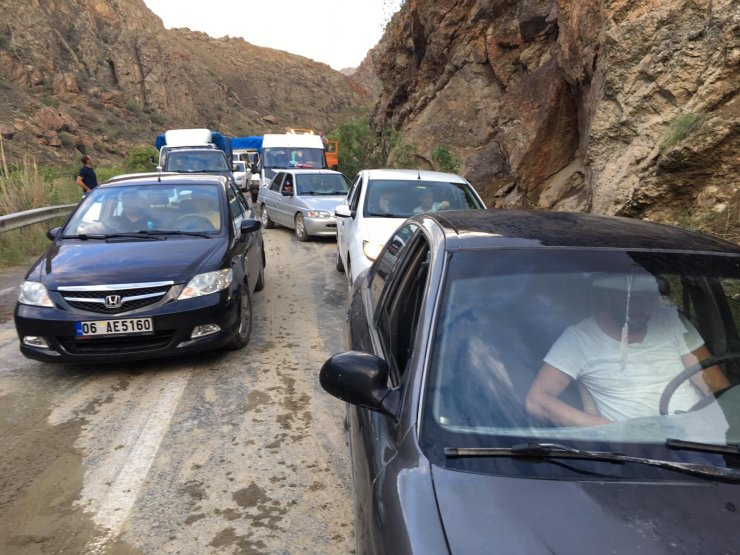 Artvin Erzurum Yolu Heyelan Nedeniyle Ula U015f U0131ma Kapand U0131