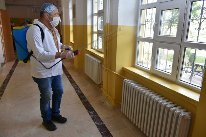 Karaman'da sınava girecek öğrenciler için okullar hazırlandı