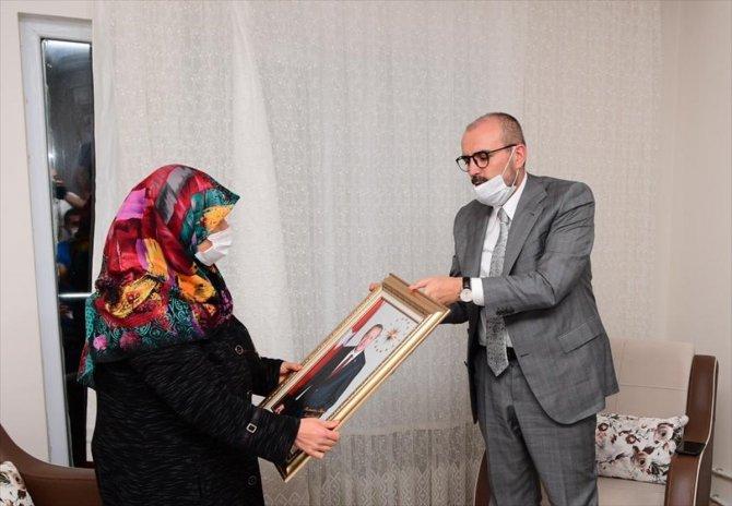 Cumhurbaşkanı Erdoğan, yüzüğünü Milli Dayanışma Kampanyası'na bağışlayan kadına aynı yüzüğü hediye etti