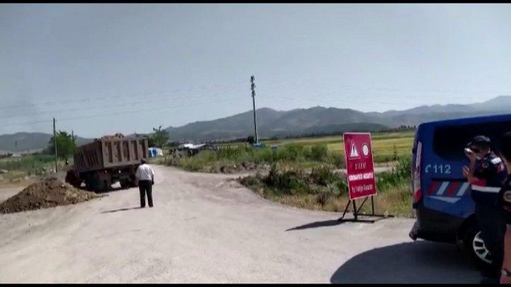 Kız istemeden sonra karantinaya alınan mahalleye girişler kapatıldı