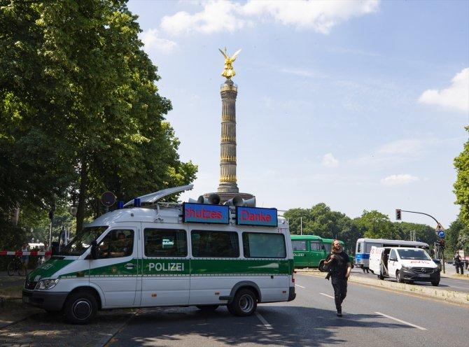 ABD'de Georg Floyd'un polis şiddetiyle ölümü Berlin'de protesto edildi