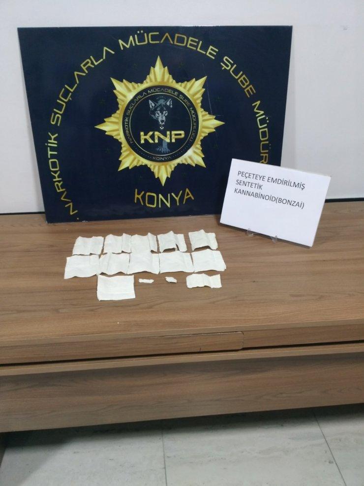 Antalya'dan aldıkları peçeteye emdirilmiş bonzai ile yakalandılar