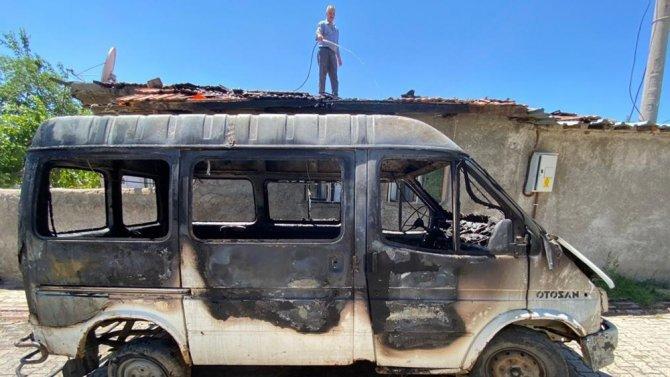 Kırıkkale'de park halindeki minibüs alev alev yandı