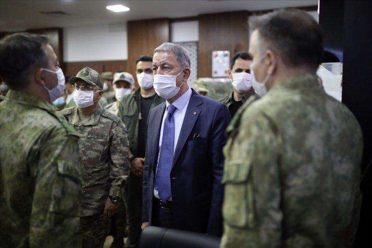 Bakan Akar, Libya'da Mehmetçik'le bir araya geldi, Orta Akdeniz'deki TCG Giresun'u ziyaret etti
