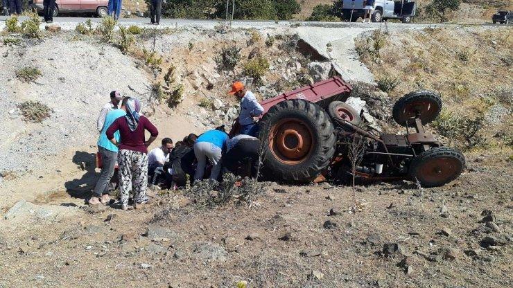 Devrilen traktörün sürücüsü öldü, eşi yaralandı